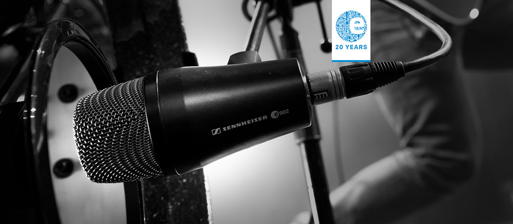 e 902 – Mic of the Month